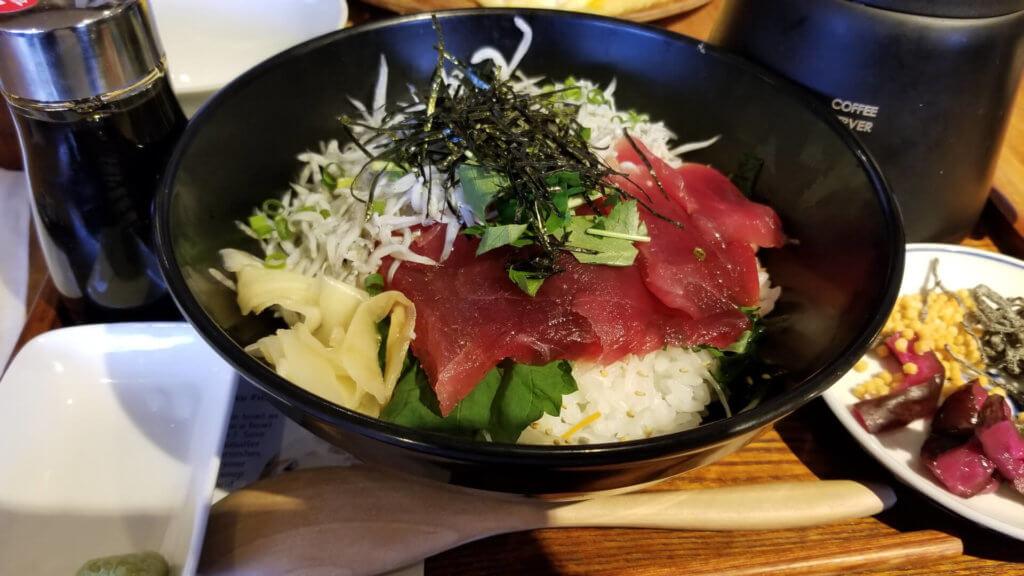 江ノ島のしらすマグロ丼
