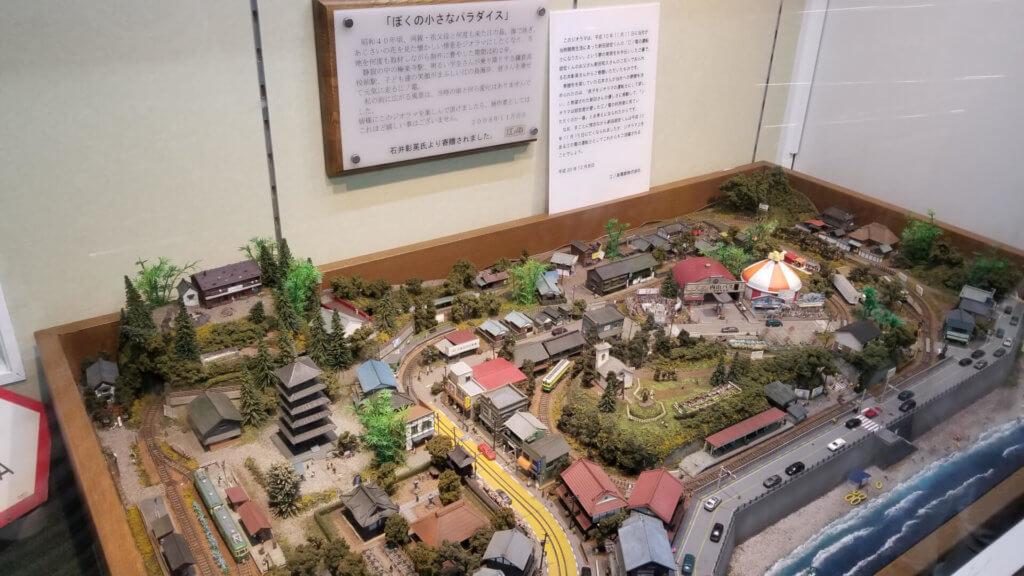 江ノ島駅に展示されているリアルな江ノ電のジオラマ